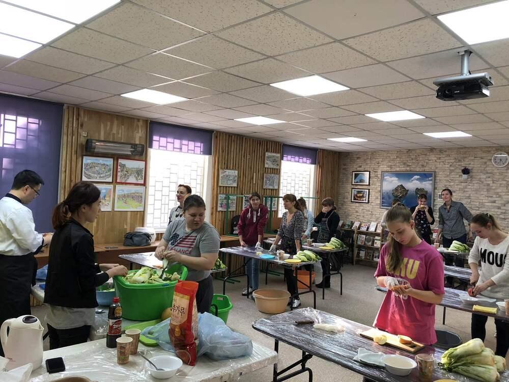 Майстер-клас з приготування кімчі у школі корейської мови в Дніпрі