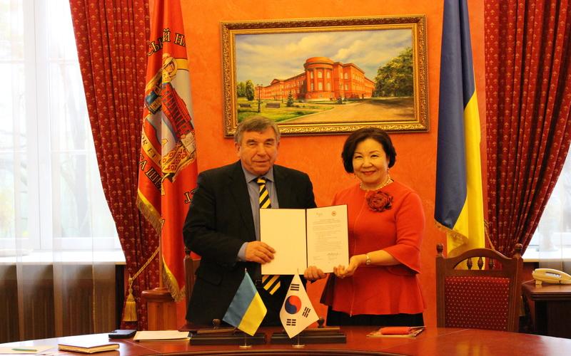 Підписання Меморандуму про взаєморозуміння між Корейським національним університетом Чонбук і українськими університетами